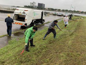 社長及び社員も汗流してます(^^;; ゴミの回収はお任せください(笑)